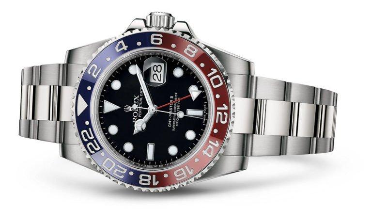a47620fcd أهم ما يميز هذه الساعة هو إطار السيراميك الصلب باللونين الأحمر والأزرق الذي  يدور باتجاهين ومُدَرج بـ٢٤ ساعة، وكذلك عقرب الساعات الإضافي على شكل سهم  الذي يتم ...